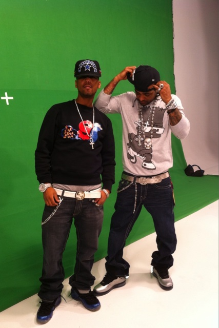 juelz-santana-jim-jones-slowbucks-splash-sweater-gucci-belt-foamposites