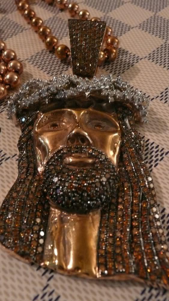 kanye-west-jesus-piece-close-up