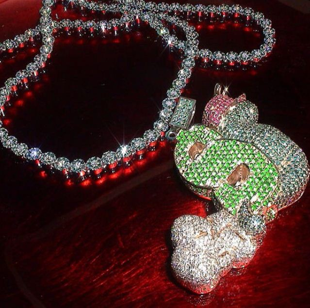 slowbucks-splash-iced-diamonds-out-chain-piece