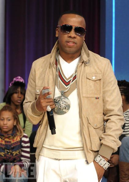 yo-gotti-gucci-sunglasses-gucci-vneck-sweater