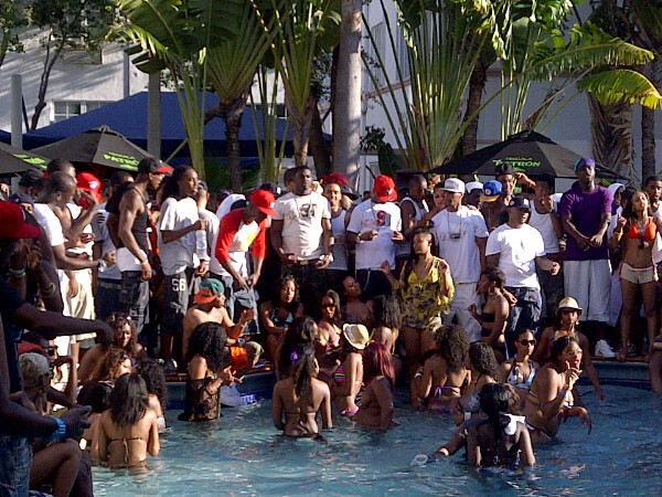slowbucks-miami-pool-party-splash