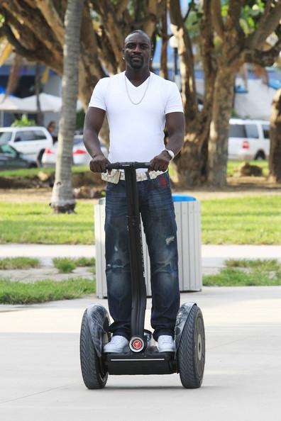 Akon-Segway-ride-Louis-Vuitton-Damier-Azur-Pochette-Pouch-Solo-Belt-1