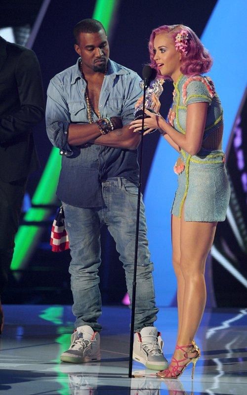 Kanye-West-Nike-Air-Yeezy-2-Sneaker-Zen-Grey-Colorway-Katy-Perry-2