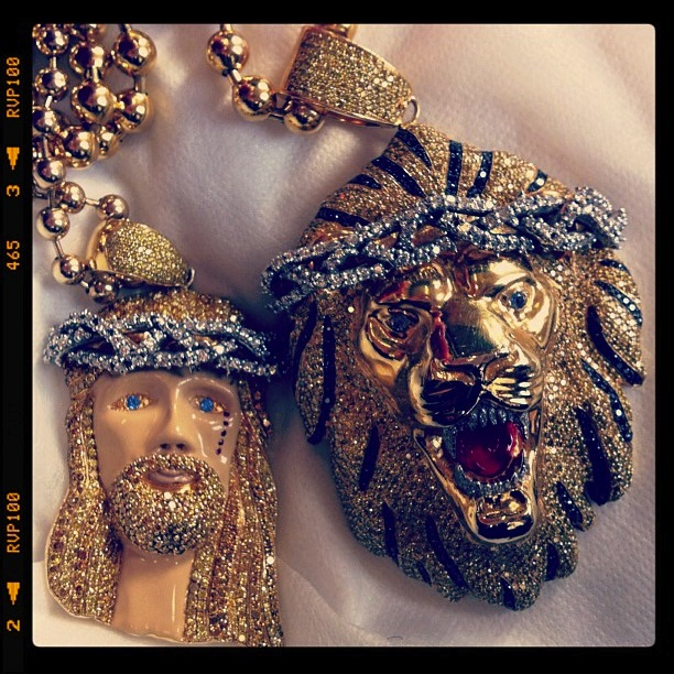 big-sean-lion-jesus-piece-chain