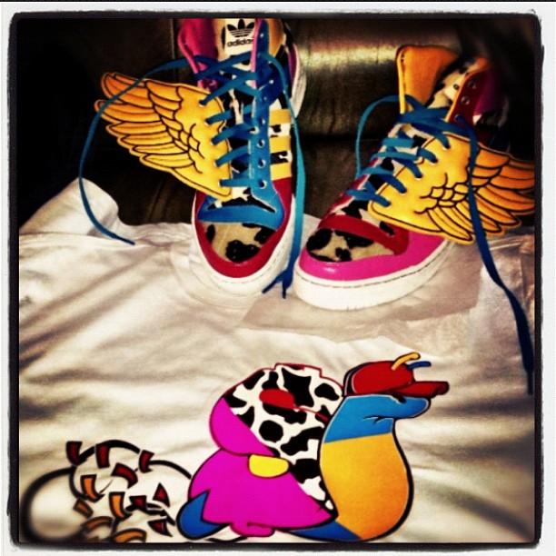 juelz-santana-slowbucks-shirt-adidas-jeremy-scott-2ne1-wings