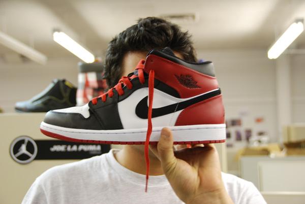 air-jordan-1-black-toes-28
