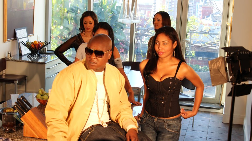 jadakiss-louis-vuitton-evidence-sunglasses-yellow-gold-jacob-jesus-piece