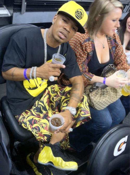 plies-rocking-nike-air-one-foamposite-electrolime