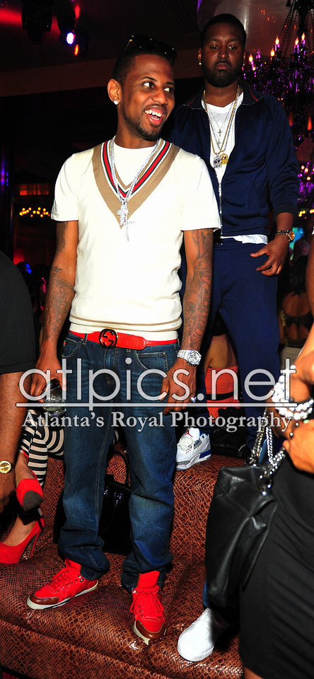 fabolous-red-gucci-belt-gucci-v-neck-shirt-gucci-sneakers