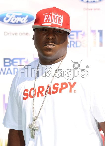 jadakiss-soraspy-shirt-diamond-cross-pendant-chain