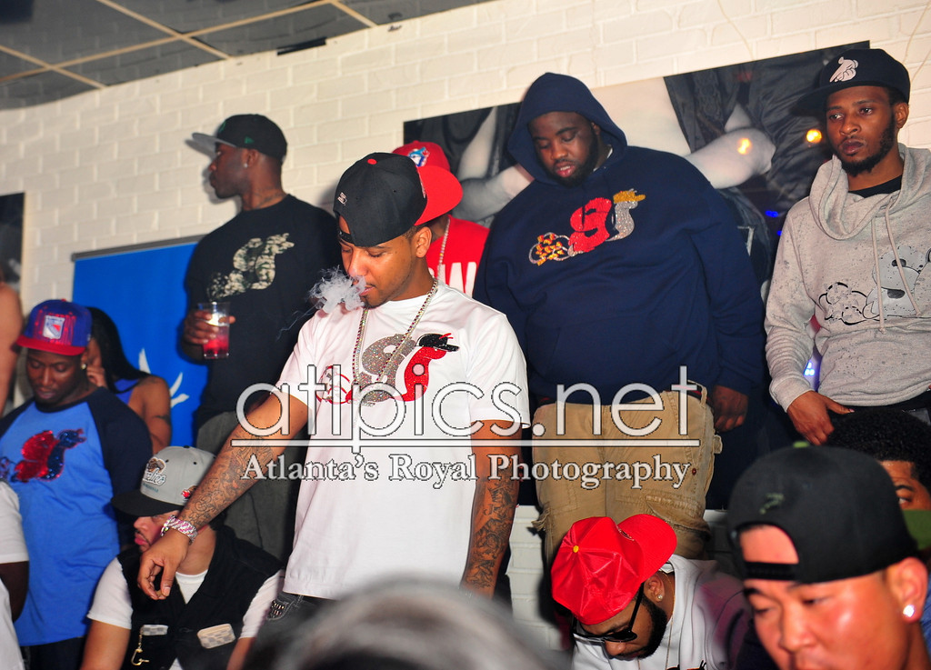 juelz-santana-slowbucks-shirt-smoking-a-blunt-in-club