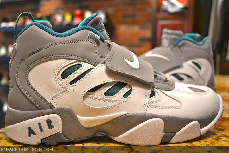 nike-air-diamond-turf-ii-stealth-white-fresh-water-01