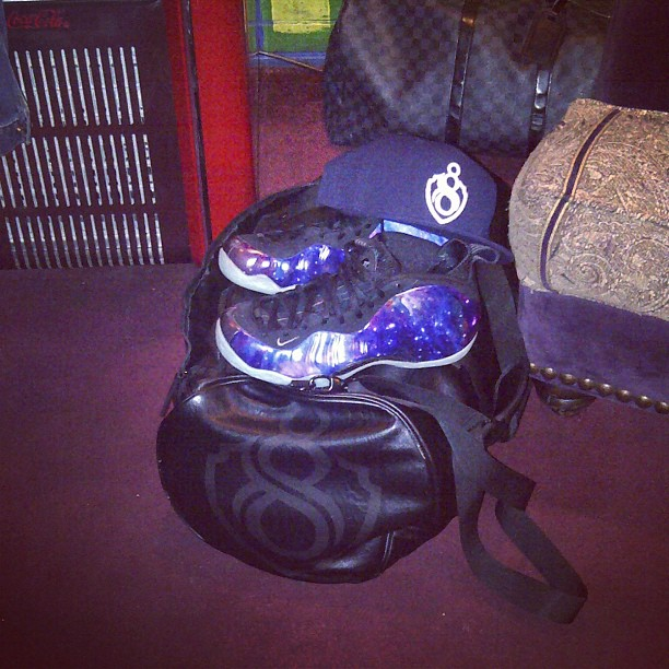 young-jeezy-nike-galaxy-foamposites-foams-8732-fitted-hat-duffle-louis-vuitton-damier-graphite-duffle-bag