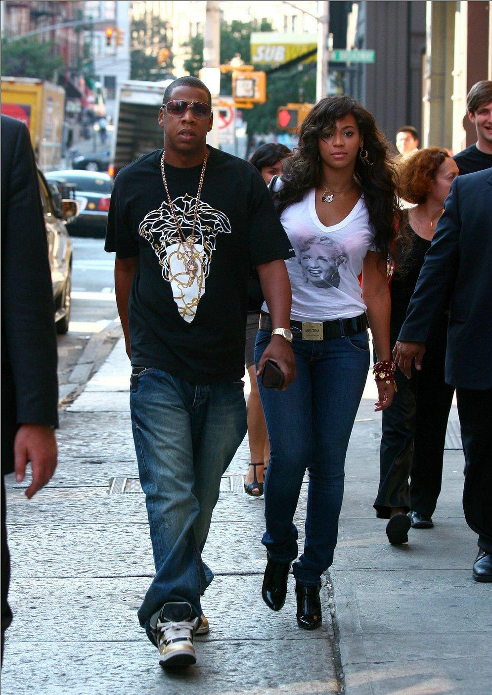 jay-z-crooks-castles-medusa-shirt-roc-a-fella-chain-beyonce