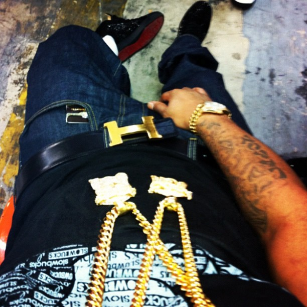 juelz-santana-2-gold-jesus-pieces-cuban-link-hermes-belt-christian-louboutin-red-bottoms