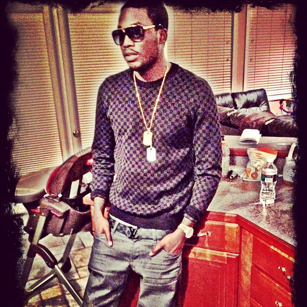 meek-mill-lv-evidence-sunglasses-louis-vuitton-graphite-damier-sweater-initiales-belt
