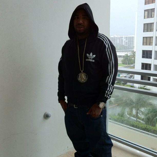 noreaga-thugged-out-militainment-piece-chain-adidas