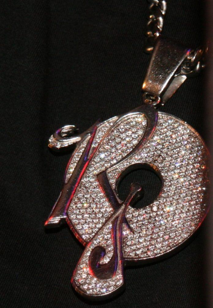 roc-a-fella-piece-chain-close-up