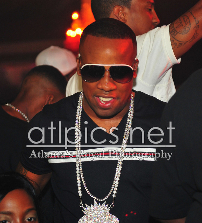 yo-gotti-white-chain-gucci-1827-shades