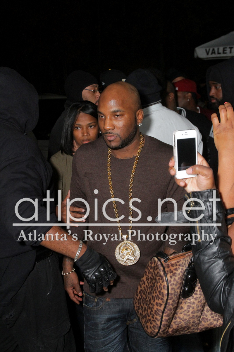 young-jeezy-lv-logo-sweater-gold-2pac-chain