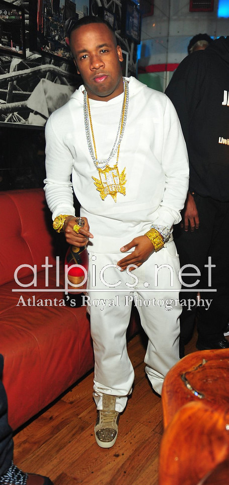 yo-gotti-all-white-lv-louis-vuitton-louboutins