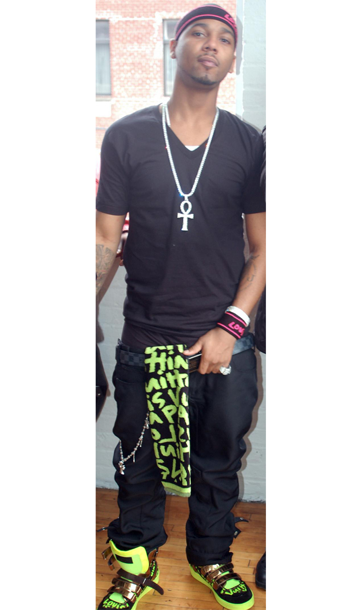 juel-santana-louis-vuitton-sprouse-graffiti-kicks-sneakers-shoes-belt-head-band-scarf