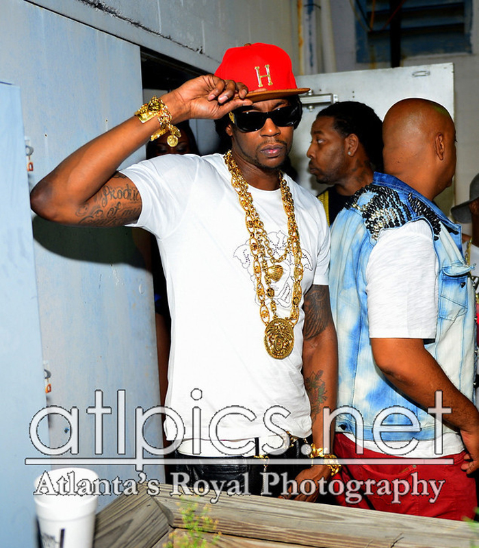 2-chainz-versace-shirt-versace-belt-versace-sunglasses-versace-chain-versace-ring-splashy-splash-2
