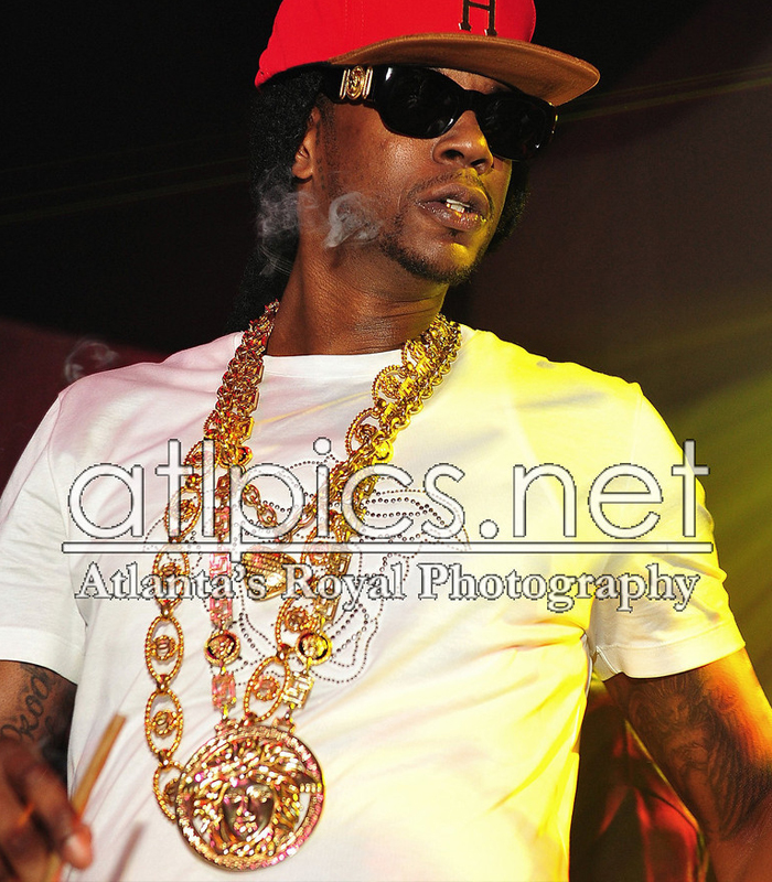 2-chainz-versace-shirt-versace-belt-versace-sunglasses-versace-chain-versace-ring-splashy-splash-5