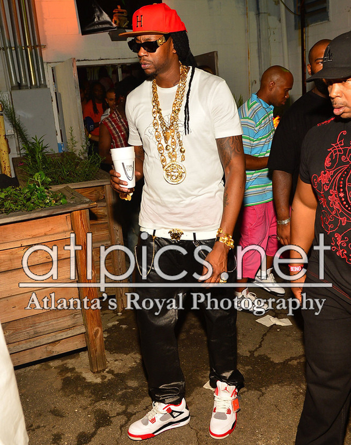 2-chainz-versace-shirt-versace-belt-versace-sunglasses-versace-chain-versace-ring-splashy-splash-jordan-4-fire-red-2