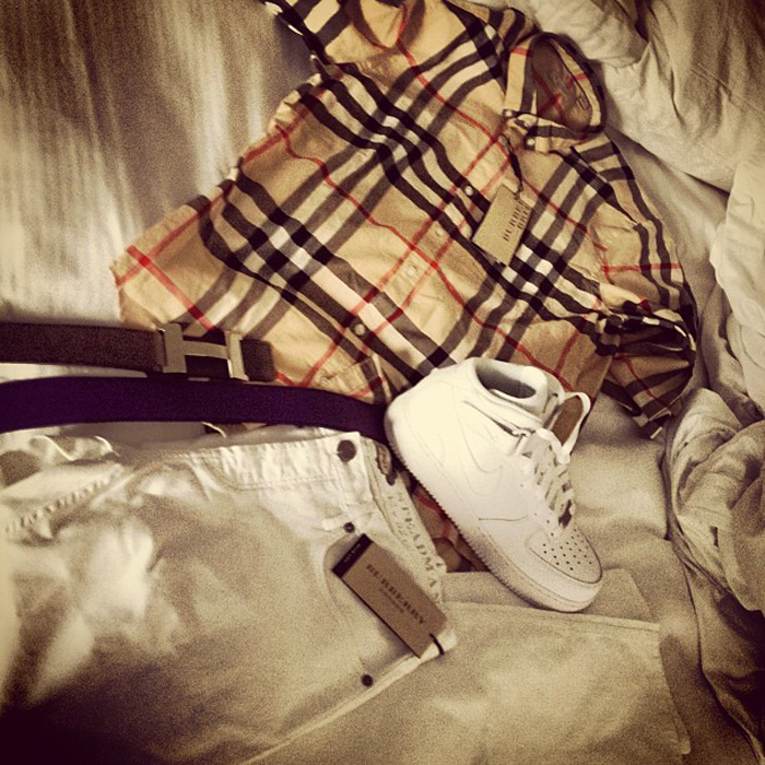 chief-keef-burberry-plaid-shirt-jeans-hermes-belt