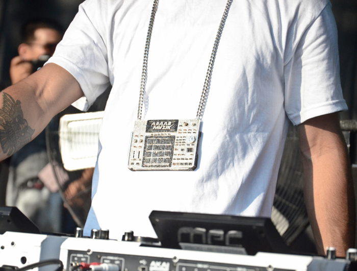 AraabMuzik-iced-out-mpc-chain-splashy-splash-2