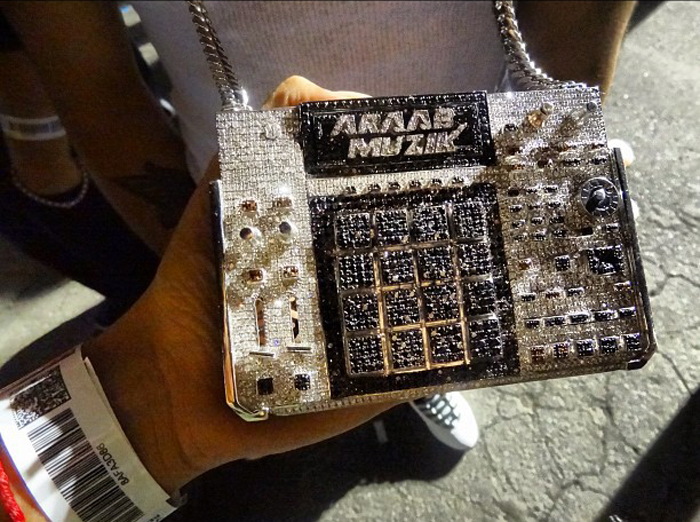 AraabMuzik-iced-out-mpc-chain-splashy-splash-4