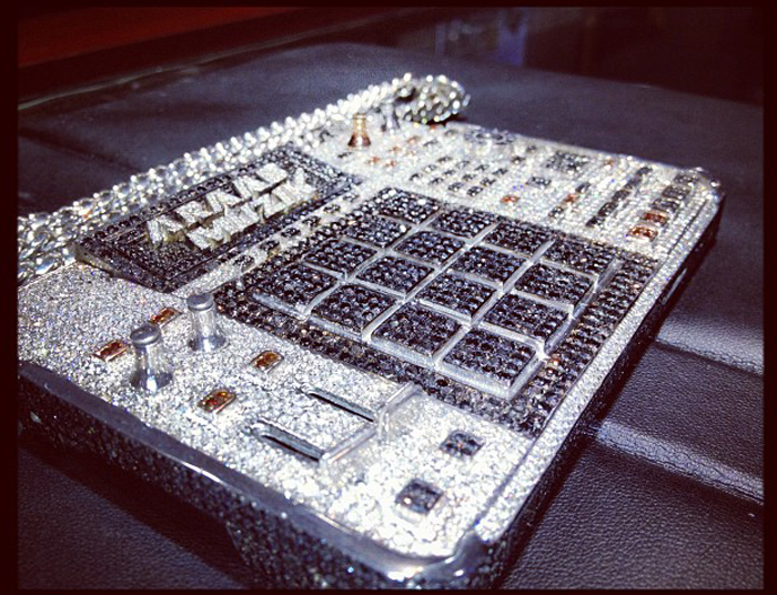 AraabMuzik-iced-out-mpc-chain-splashy-splash-5