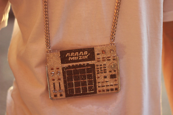 AraabMuzik-iced-out-mpc-chain-splashy-splash-6