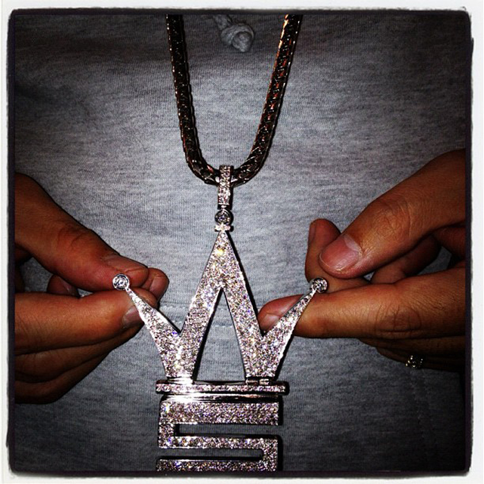 iced-out-worldstarhiphop-logo-piece-pendant-ben-baller-white-gold