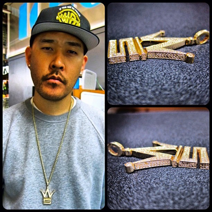 iced-out-worldstarhiphop-logo-piece-pendant-ben-baller-yellow-gold