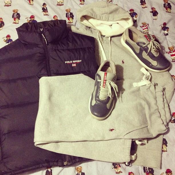 jarvis508-polo-sport-vest-polo-sweatpants-hoodie-prada-sneakers