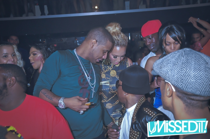 juelz-santana-ysl-yves-saint-laurent-green-sweater-iced-out-crosses-4