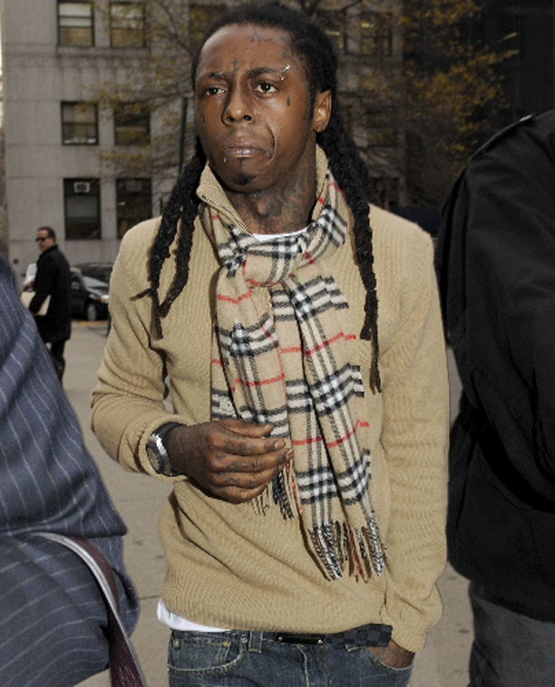 lil-wayne-burberry-scarf-louis-vuitton-inventeur-belt-