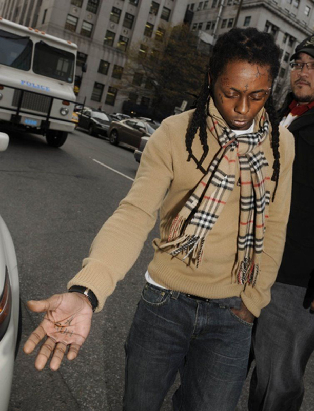 lil-wayne-burberry-scarf-louis-vuitton-inventeur-belt