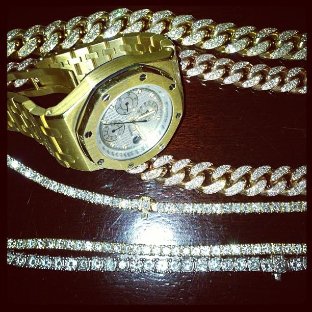 meek-mill-yellow-gold-18k-audemars-piguet-watch-cuban-link-diamond-chain
