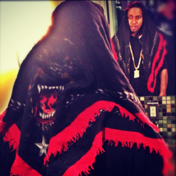 juelz-santana-givenchy-rottweiler-scarf-nobody-knows
