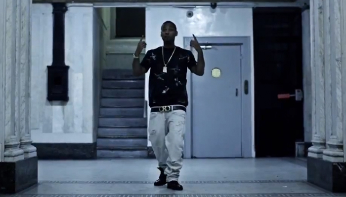 juelz-santana-salvatore-ferragamo-double-gancini-belt-nobody-knows-video