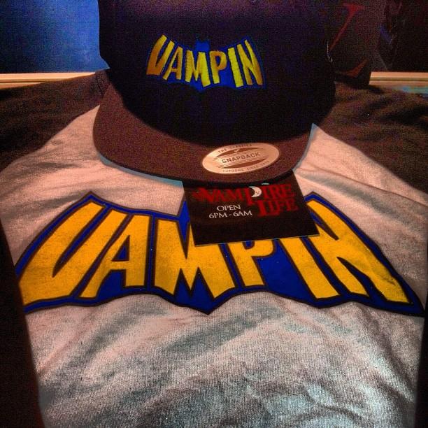 vampire-life-vampin-batman-snapback-baseball-tee-shirt