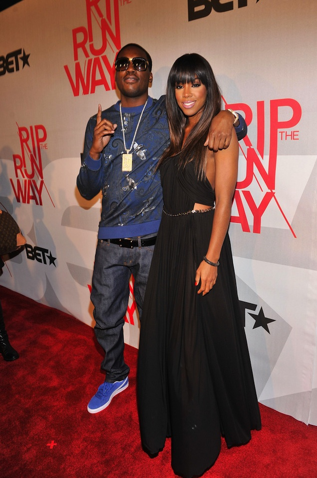 Meek-Mill-wearing-Givenchy-airplane-Paisley-Print-Sweatshirt-on-BET-Rip-the-Runway-Show-kelly-rowland-dreamchasers-chain-2