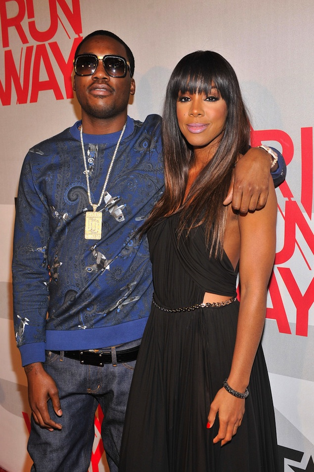 Meek-Mill-wearing-Givenchy-airplane-Paisley-Print-Sweatshirt-on-BET-Rip-the-Runway-Show-kelly-rowland-dreamchasers-chain