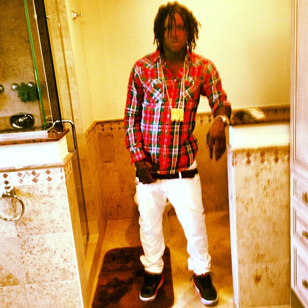 chief-keef-jordan-3-crimson-on-feet-glory-boyz-chain