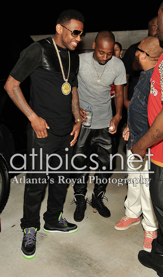 fabolous-air-jordan-3-joker-on-feet-iced-out-street-family-cuban-link-chain