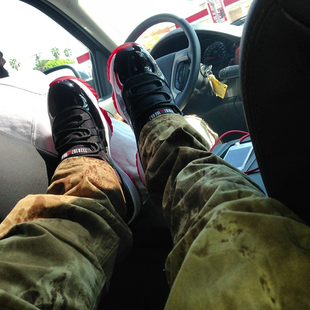 chief-keef-jordan-11-bred-on-feet-camo-pants