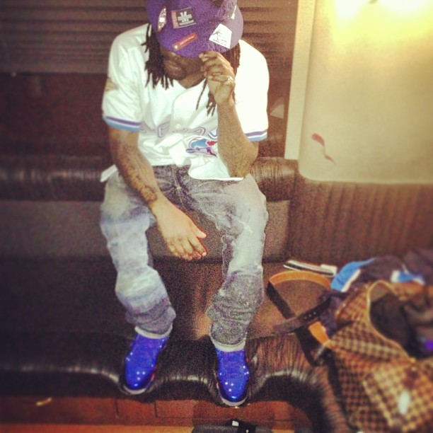 Wale Wearing Nike Barkley Posite Max Energy Fire aka 76ers On Feet ... 3be76eebb